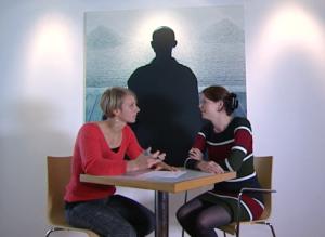 Janneke is in gesprek met een klant die persoonlijke coaching krijgt